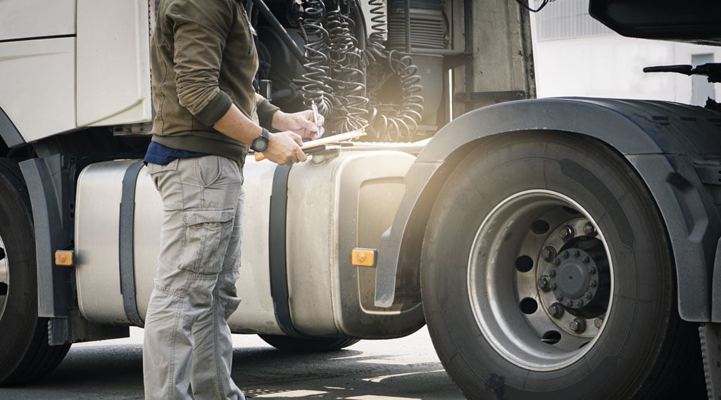 Important Safety Tips for Anyone Hauling a Semi Trailer